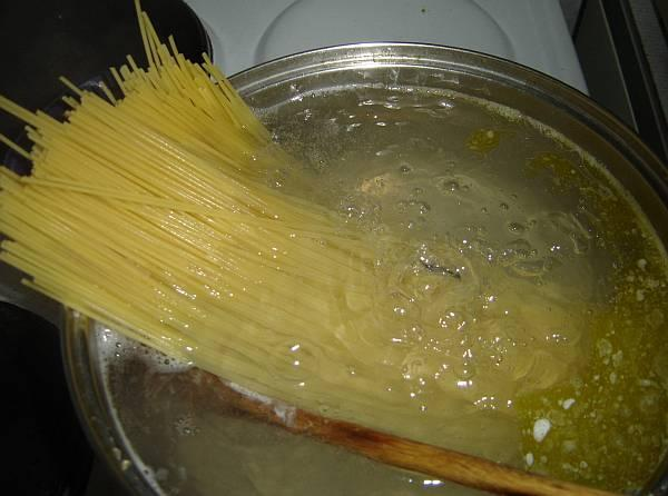 Unbelievably: We Boil Spaghetti In a Wrong Way Our Entire Life
